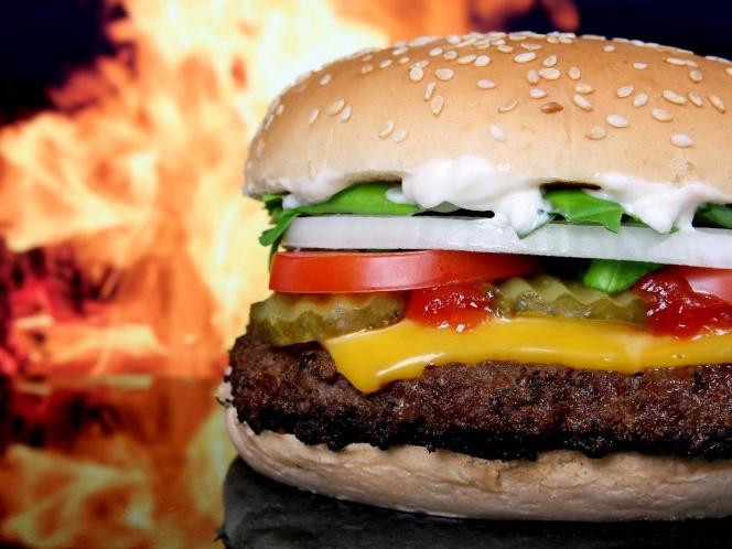 En tiempos de covid, Burger King pide comprar en McDonald's