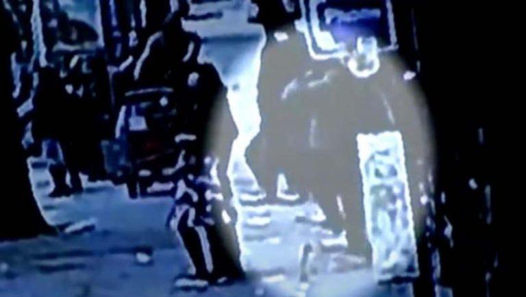 VIDEO: Se abre agujero en banqueta y hombre cae a nido de ratas