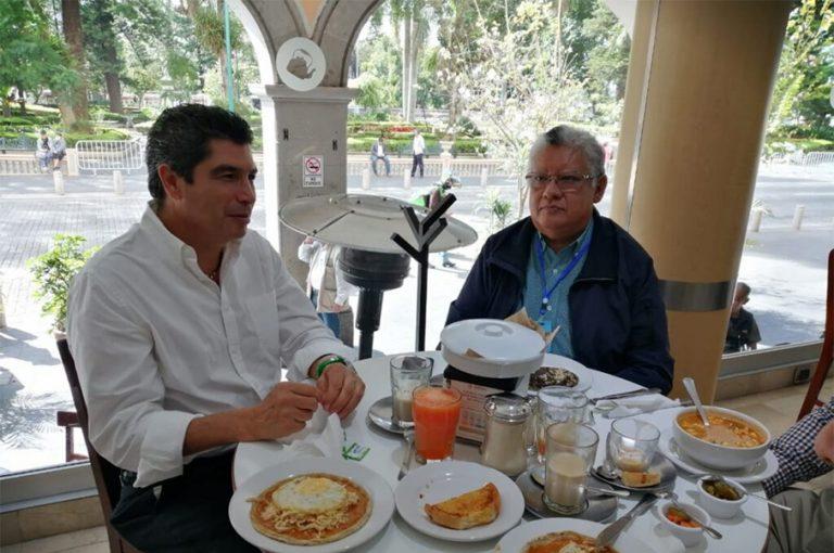 David Velasco, molesto porque quieren imponer a Sergio Hernández como candidato a alcalde